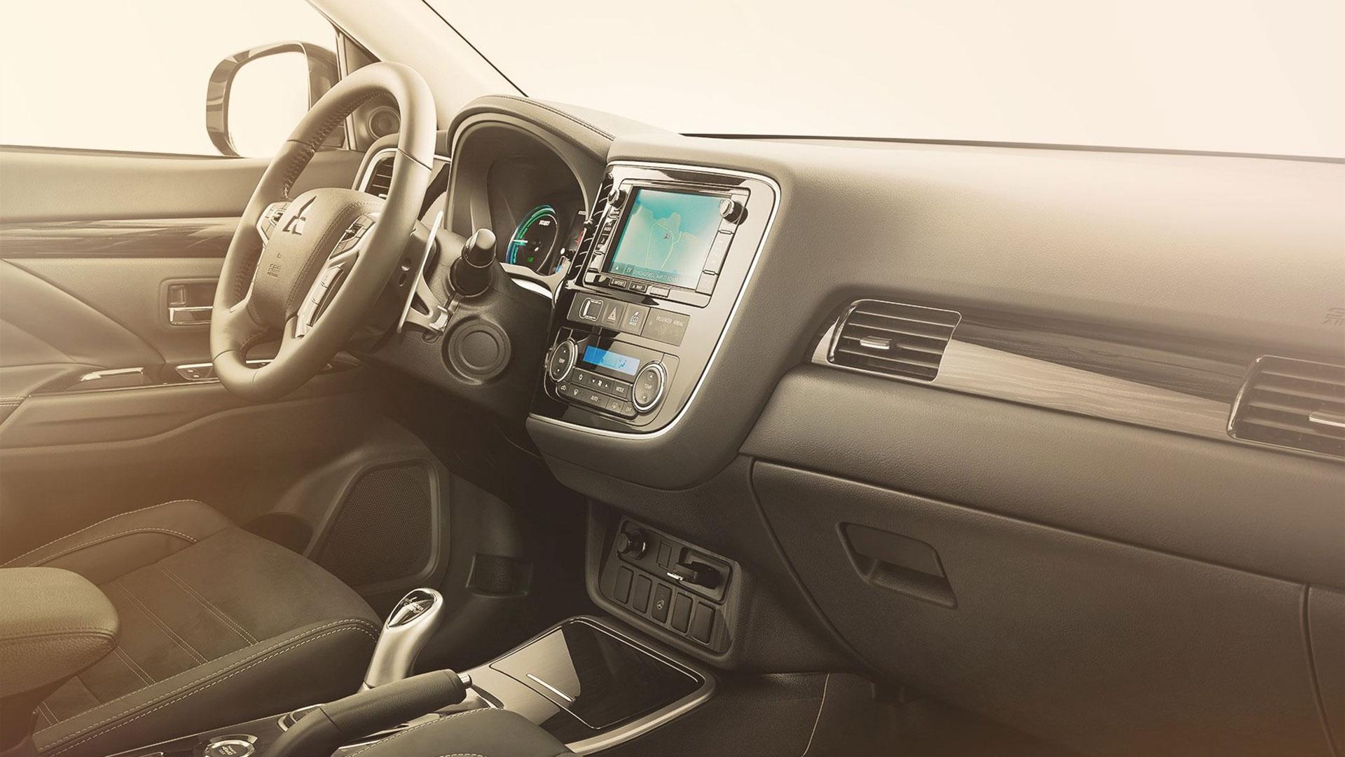 Dashboard Mitsubishi Outlander PHEV
