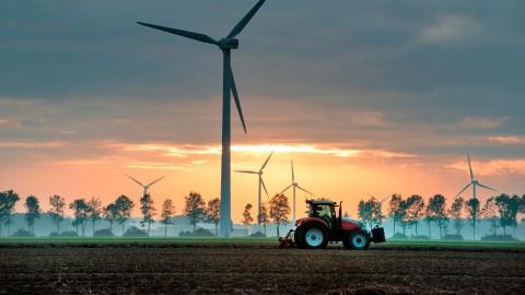 Windmolen en tractor