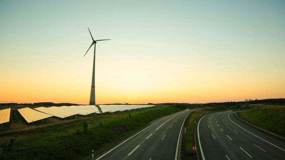 windmolen en zonnepanelen