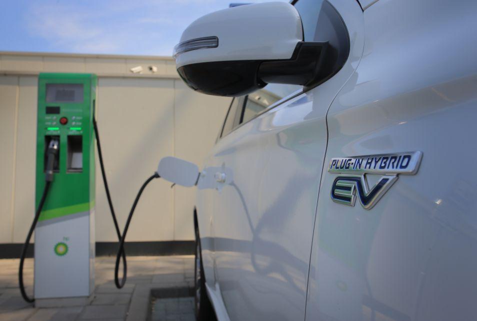 Met Hybride Of Elektrische Auto Op Vakantie