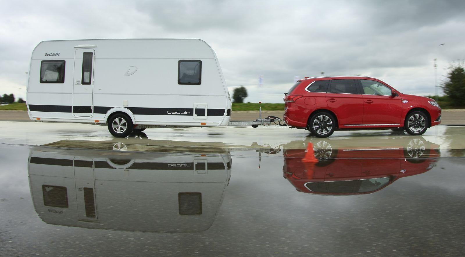 Mitsubishi Outlander PHEV met caravan