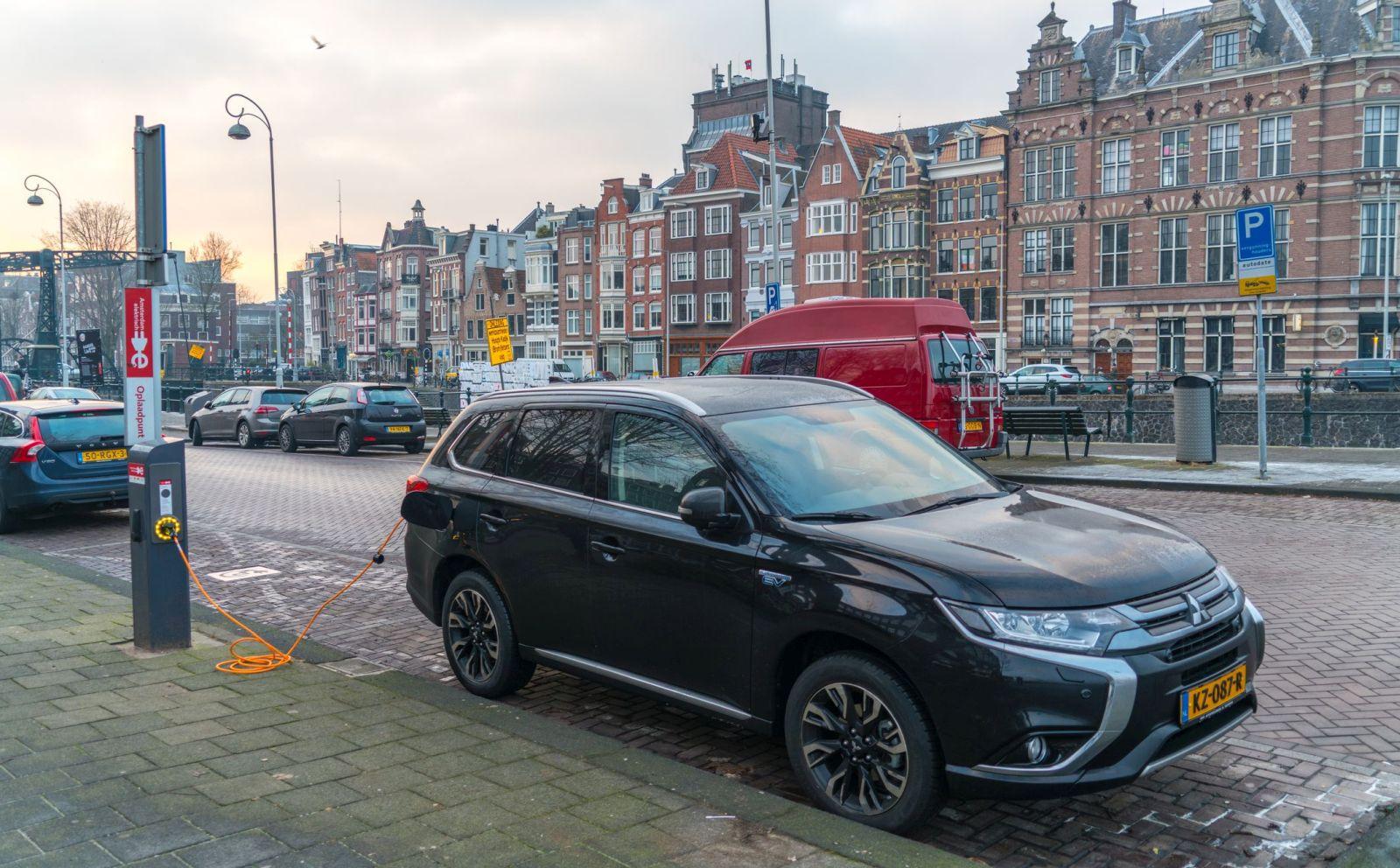 Mitsubishi Outlander PHEV Amsterdam