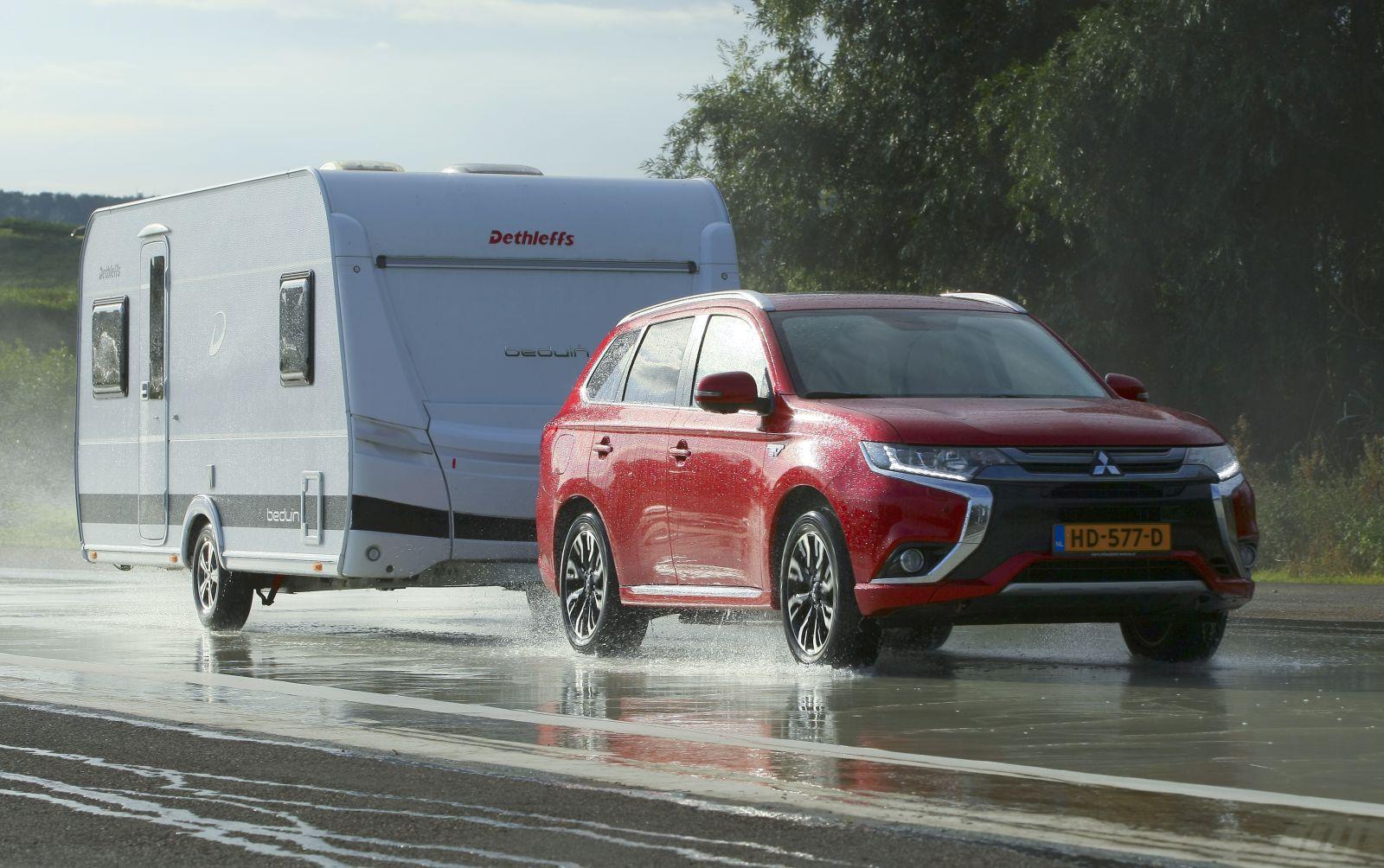 Mitsubishi Outlander PHEV caravan